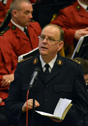 General André Cox delivers a sermon