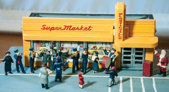 "Salvation Army members Christmas carolling outside a supermarket. ""The non-Salvationist figurines and the building are conversions from an HO railway kit"""