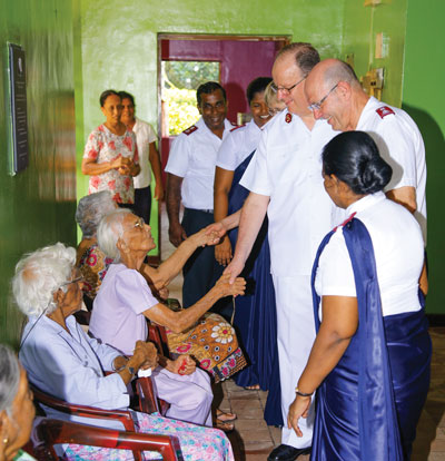 The General meets residents of the Dehiwela Elders' Home in Sri Lanka