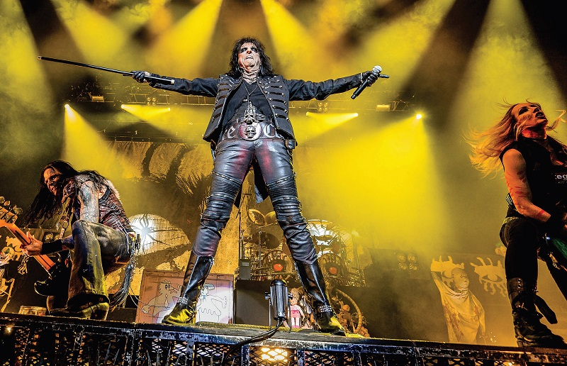 Alice Cooper in concert this past December (Photo: Julien Zannoni © The Canadian Press)