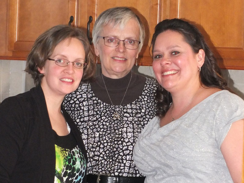 Lt Laura Hickman, her mother, Sirpa Gideon, and sister, Jennifer