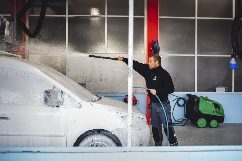Salvation Army Opens Car Wash in Norway
