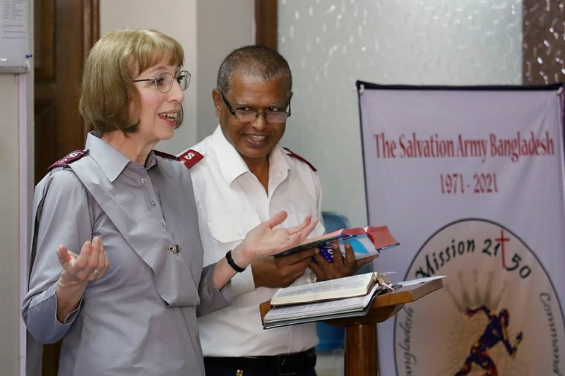 Commissioner Susan McMillan leads devotions at command headquarters in Dhaka, Bangladesh