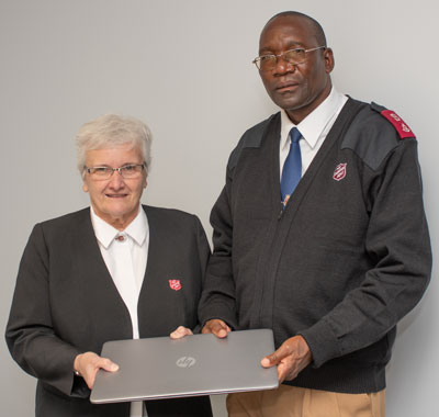 Photo of Mjr Alison Cowling and Mjr Wilson Chiwoya